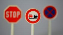 traffic-signs-674621_640